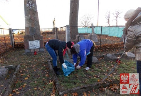 Sprzatanie_Cmentarzy_przez_OddzialZPB_w_Brzesciu