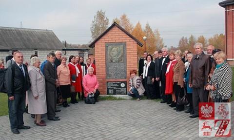 Przy tablicy pamiątkowej Ludwika Narbutta w Lidzie