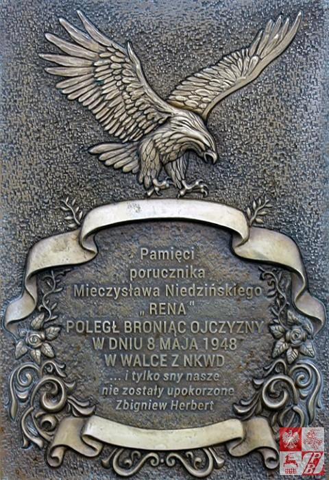 """Tablica na pomniku Mieczysława Niedzińskiego """"Rena"""""""