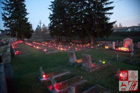 Wolkowysk_Odnowienie_schodow_na_Cmentarzu1