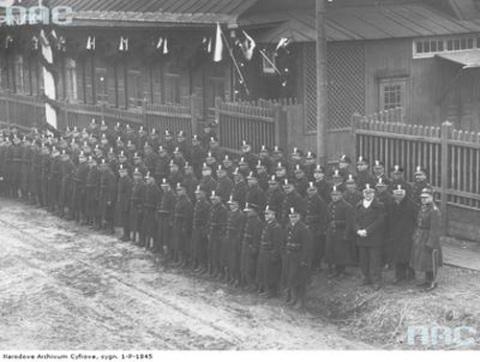 Kolo_portowe_Zwiazku_Rezerwistow_RP_na_zbiorce_w_Pinsku_lata_1931-1939_ NAC