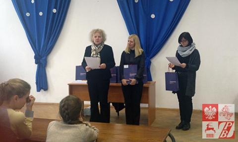Konsul generalna RP w Brześciu Anna Nowakowska ogłasza zwycięsców