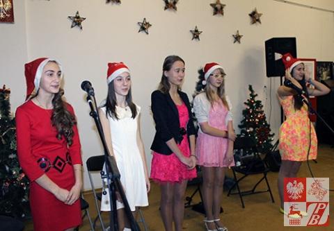 Przedstawienie bożonarodzeniowo-poetyckie w wykonaniu uczennic Polskiej Szkoły w Grodnie