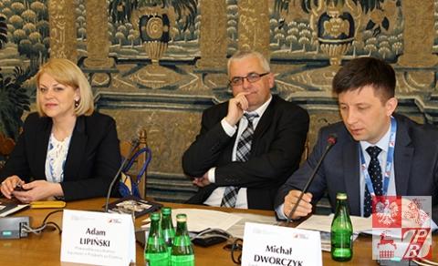 """Przemawia Michał Dworczyk, prezes Fundacji """"Wolność i Demokracja"""""""