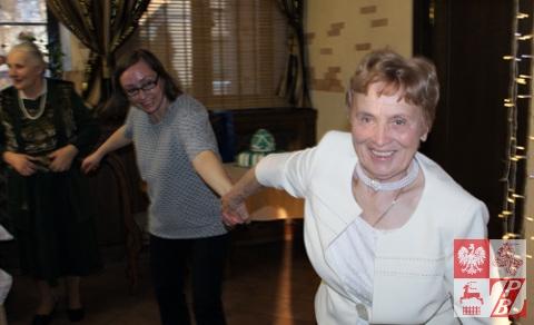 Weronika Sebastianowicz prowadzi gości do tańca