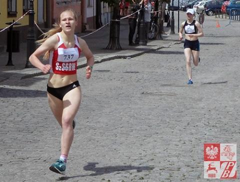 Karolinie Sawko z Litwy udało się zwiększyć dystans od Olgi Czeszczewik przed samym finiszem