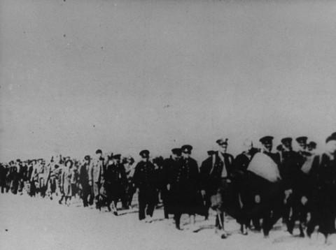 Kolumna Polaków wziętych do niewoli przez Sowietów