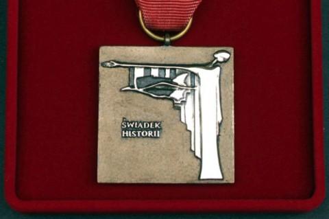 Odznaka_Honorowa_Swiadek_Historii_str_ww