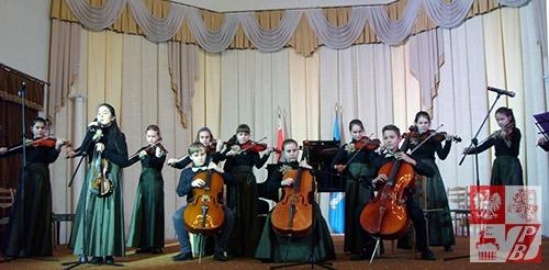 Zespół kameralny pod kierownictwem Natalii Jermolenko akompaniował Taisii Rajczonok