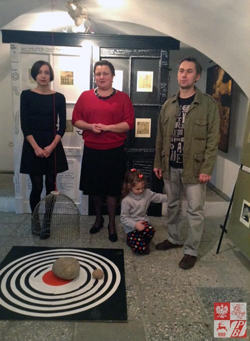 Wlaścicielka_galerii_Olga_Babinska_otwiera_wystawę