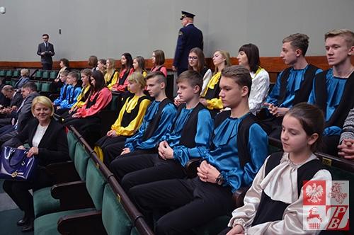 Dzieci z Baranowicz na Sali Posiedzeń Sejmu RP