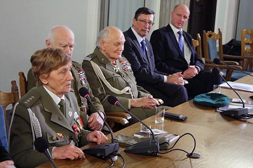 """Przemawia kpt. Weronika Sebastianowicz ps. """"Różyczka"""", fot.: facebook.com/prof.janzaryn/"""