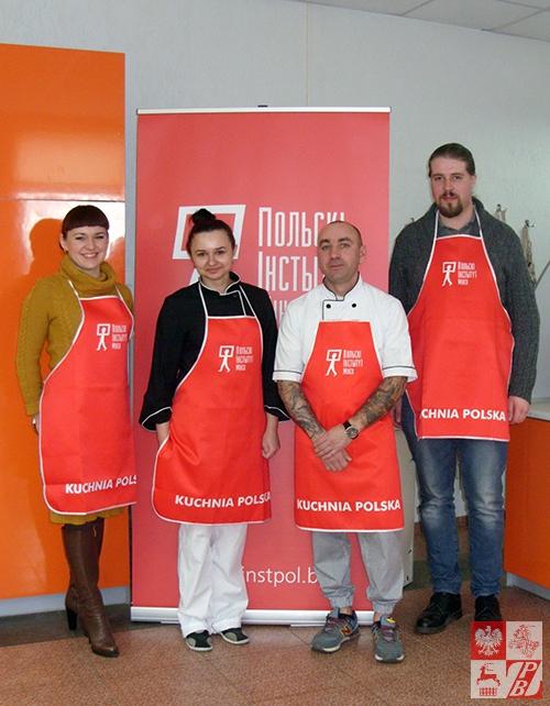 Aleksej_Sidorenko_i_Anna_Aruciunian_z_uczestnikami_kulinarnego_spotkania