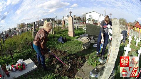 Cmentarz_bernardynski_sprzatanie8