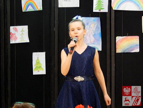 Śpiewa Diana Radziecka