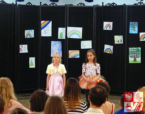 Wiersz o mamie w wykonaniu Aleksandry Zacharczeni i Ani Kaczanowskiej