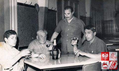 Mikolaj_Buczniew_siedzi_wigilia_bozego_narodzenia_w_Argentynie_1966