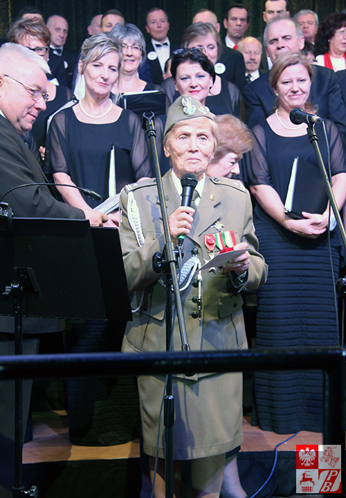 Jedna z gości specjalnych koncertu galowego mjr Weronika Sebastianowicz, prezes Stowarzyszenia Żołnierzy AK na Białorusi